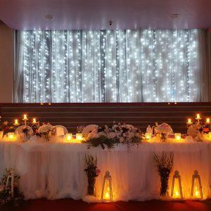 ukrašeni stol za mladence u sali za svadbe Velika dvorana u restoranu Taverna Kraljevec