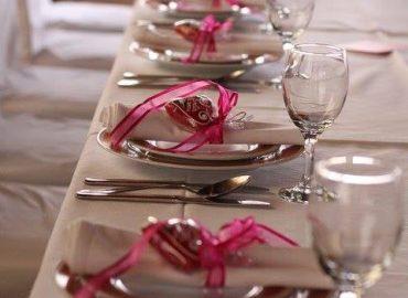 uredenje stola, tanjura, besteka, casa i salveta u sali za proslave Restoran u restoranu Taverna Kraljevec