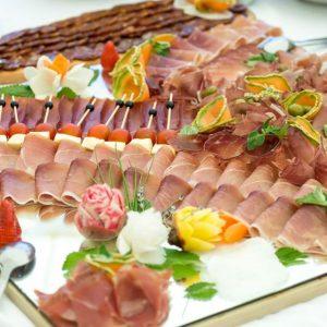 catering usluge taverna kraljevec dekoracije pršut sir šunkia masline