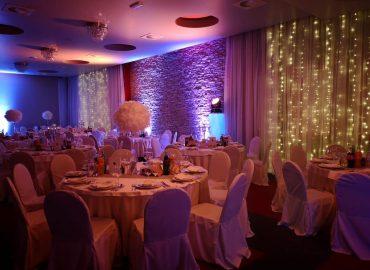 izgled stola i stolica taverna kraljevec rozo svjetlo