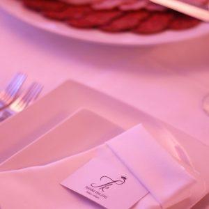 ukras salveta i besteka uz platu na svadbi u restoranu Taverna Kraljevec