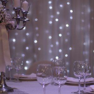 svjecnjak i case u sali za svadbe Velika dvorana u Taverni Kraljevec