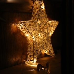 ukras zvijezda za advent u restoranu Taverna Kraljevec
