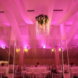 Baldehini, Tiffany stolice i stolovi u sali za svadbe Dvorana na katu restorana Taverna Kraljevec